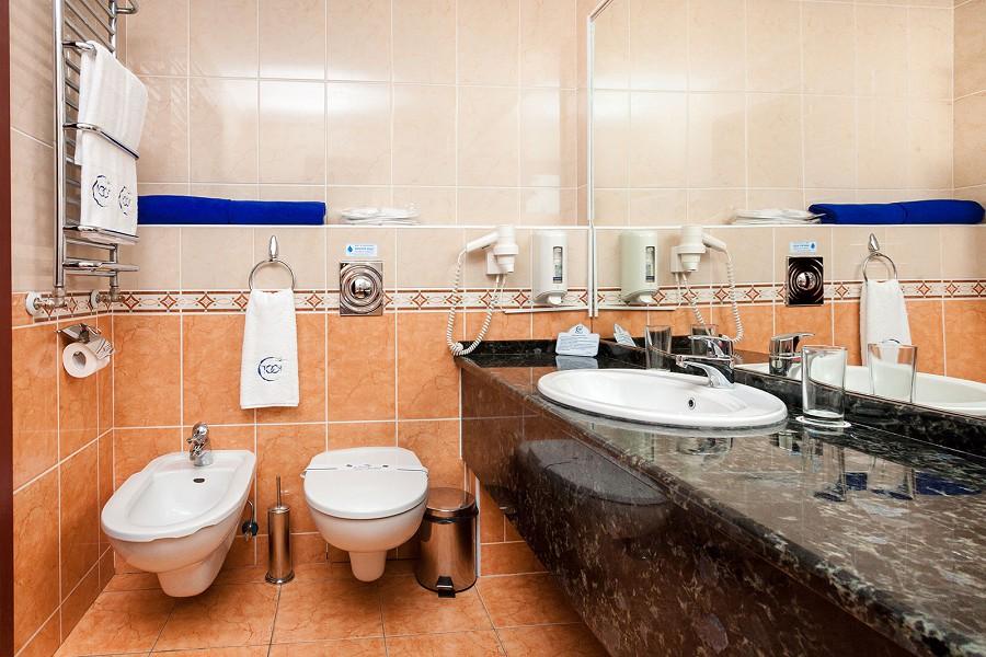 Туалетная комната номера Люкс в отеле 1001 ночь
