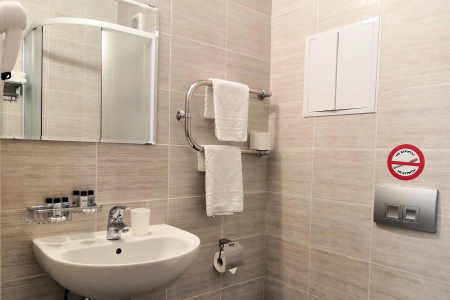 Туалетная комната Стандартного номера отеля 28
