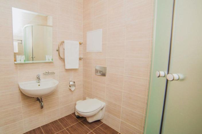 Туалетная комната Семейного номера отеля 28
