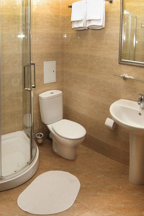 Туалетная комната Стандартного номера в Приморском корпусе отеля Абаата