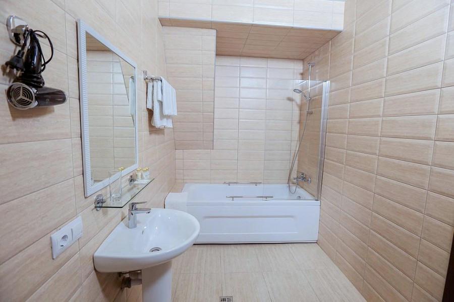Туалетная комната Улучшенного номера в Приморском корпусе отеля Абаата