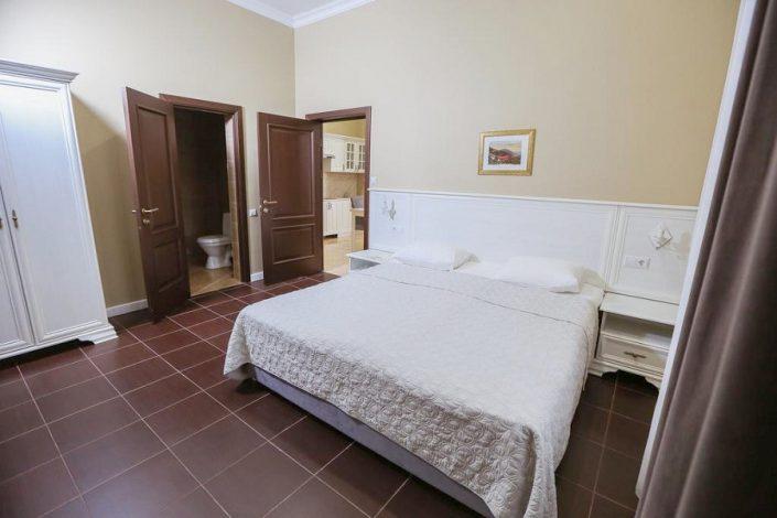 Апартаменты трехкомнатные на первом этаже Приморского корпуса отеля Абаата