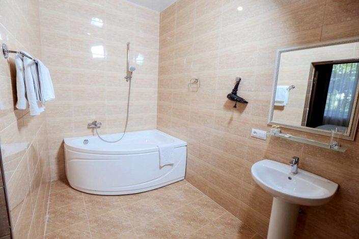 Туалетная комната Апартаментов Приморского корпуса отеля Абаата