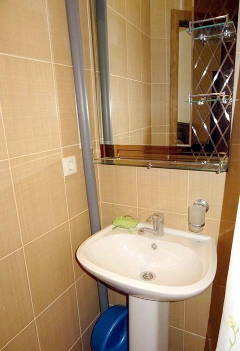 Туалетная комната в номере гостиницы Абхазия