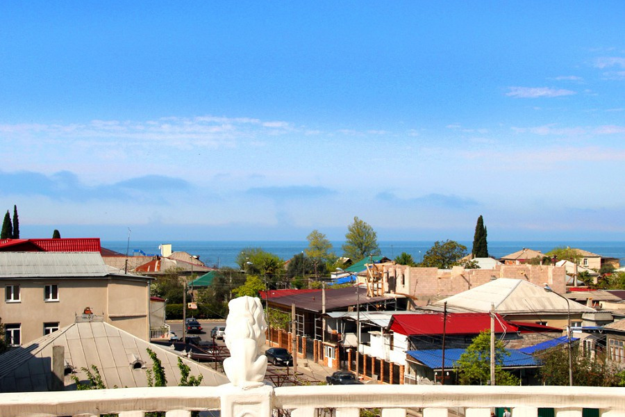 Вид на море с террасы мини-гостиницы Абхазия