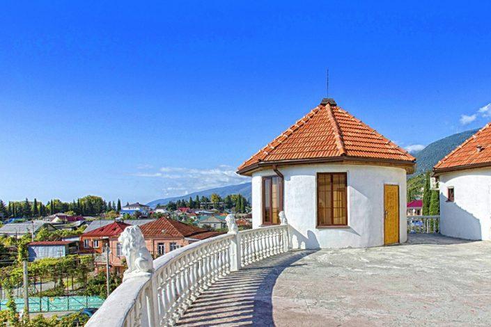 Терраса мини-гостиницы Абхазия
