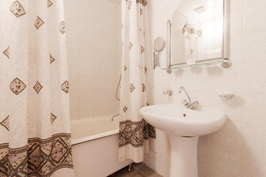 Туалетная комната в номере 2-х местный 2-х комнатный Люкс, пансионат Дельфин, Адлеркурорт