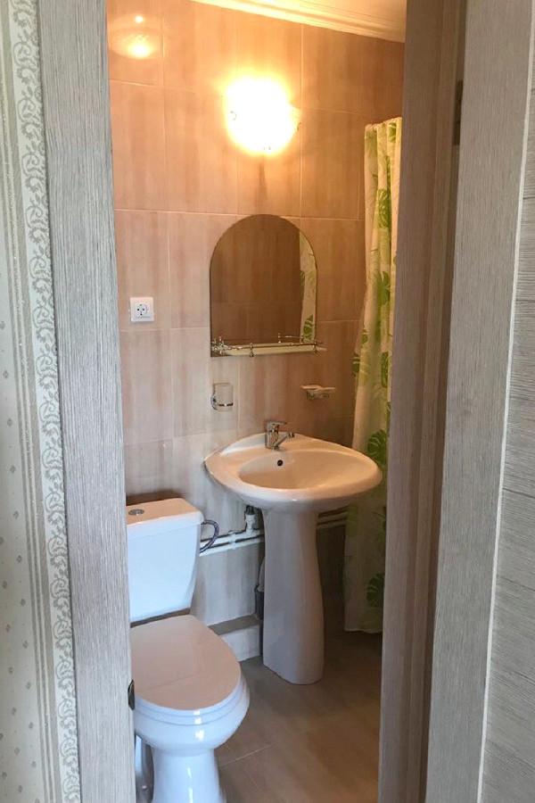 Туалетная комната Стандартного номера базы отдыха Афалина