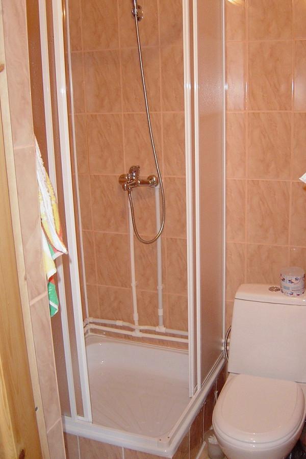 Туалетная комната номера Комфорт базы отдыха Афалина