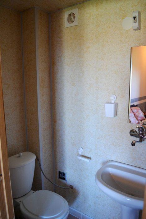 Туалетная комната в номере пансионата Афон Дакир