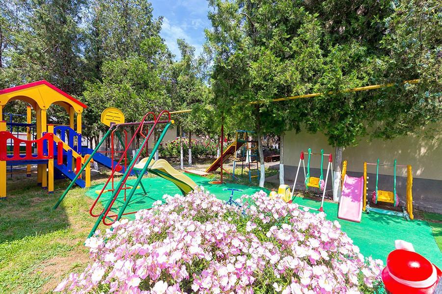 Детская площадка на территории пансионата Агата