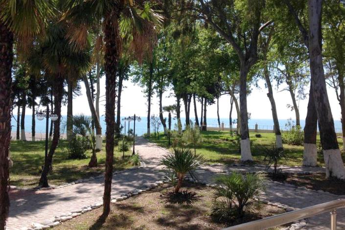 Вид с террасы апартаментов гостевого дома Агудзера