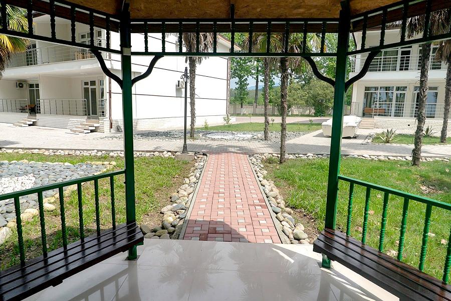 Беседка на территории гостевого дома Агудзера
