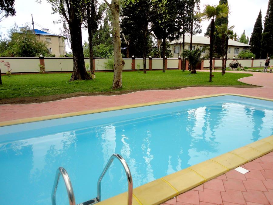 Открытый бассейн с подогреваемой водой пансионата Аибга, Гагра, Абхазия