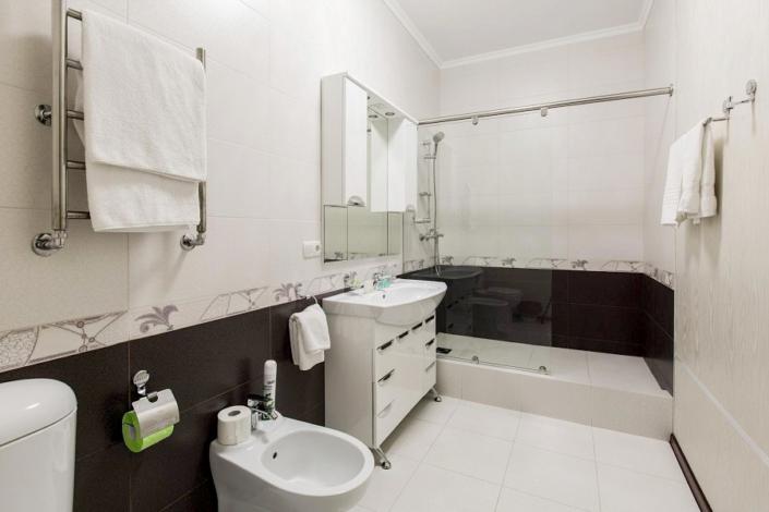 Туалетная комната номера Полулюкс в Главном корпусе санатория Ай-Даниль