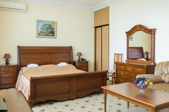 Люкс двухместный двухкомнатный в Главном корпусе санатория Ай-Даниль