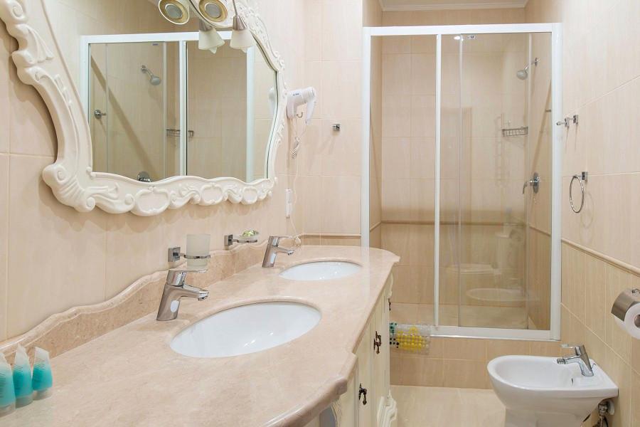 Туалетная комната номера Люкс в Главном корпусе санатория Ай-Даниль