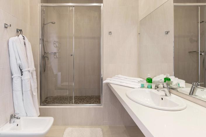 Туалетная комната номера Полулюкс в Морском корпусе санатория Ай-Даниль