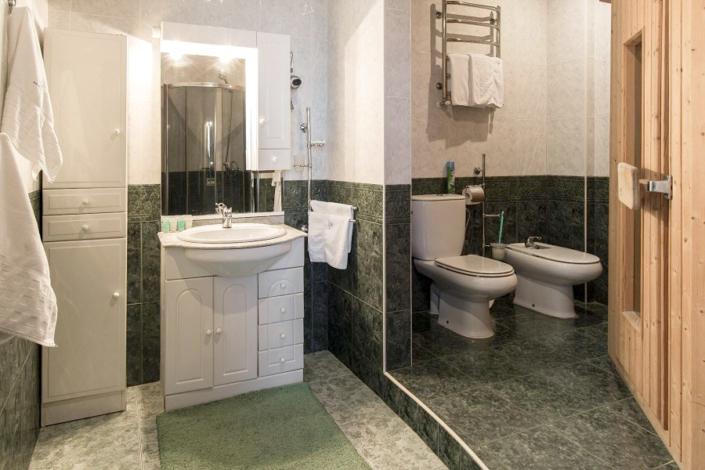 Туалетная комната номера Люкс в Морском корпусе санатория Ай-Даниль
