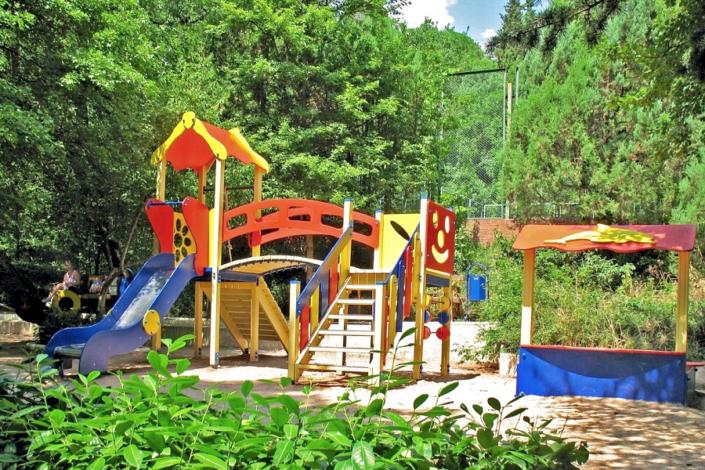 Детская площадка на территории санатория Ай-Даниль