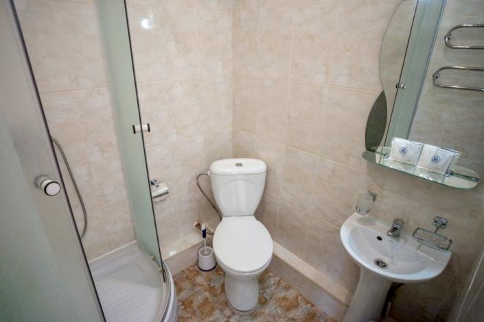 Туалетная комната Стандартного номера с кондиционером в Корпусе 11 санатория Ай-Петри