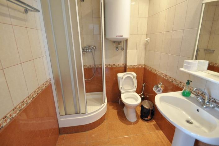 Туалетная комната номера Полулюкс в Корпусе 1 отеля Ай-Тодор