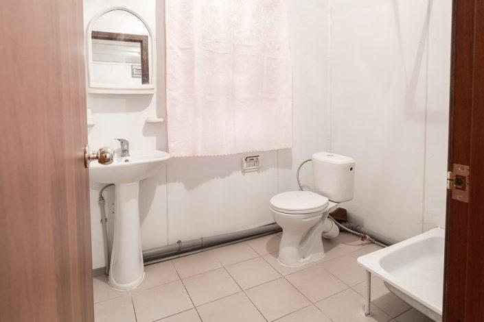 Туалетная комната четырехместного номера Корпуса №3 Эконом