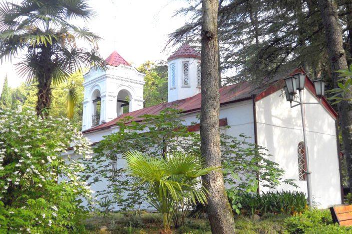Церковь Святого Великомученика Георгия Победоносца на территории пансионата Айтар