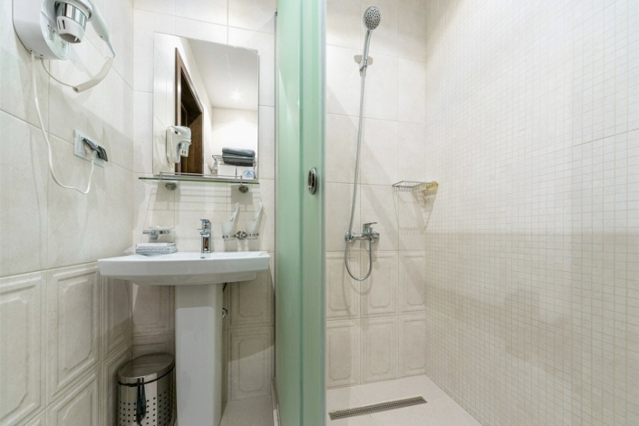 Туалетная комната номера Джуниор Сюит в санатории Айвазовское