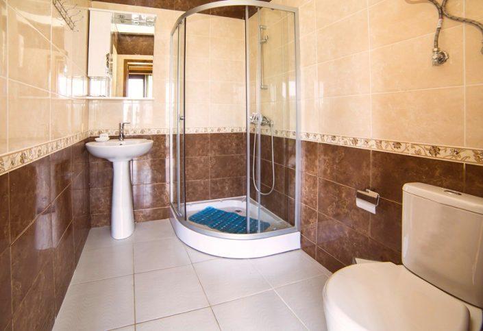 Туалетная комната в домике коттеджного комплекса Акалам кантри клаб