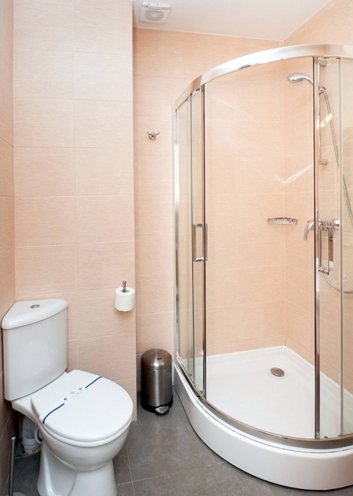 Туалетная комната номера Стандарт в корпусе Чайка парк-отеля Актер