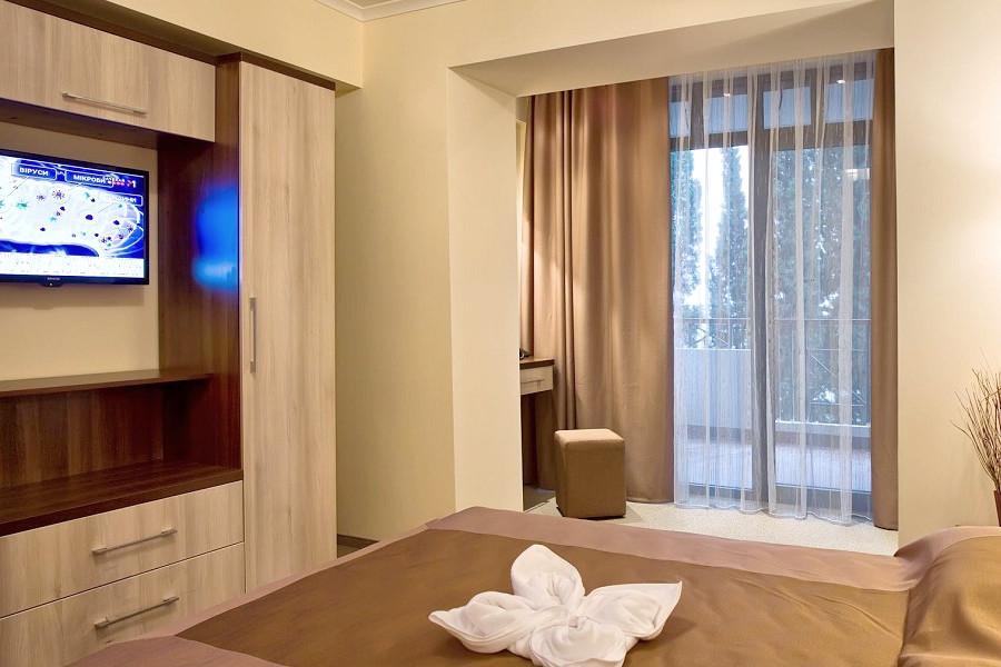 Люкс двухместный двухкомнатный в Олимпийском корпусе парк-отеля Актер