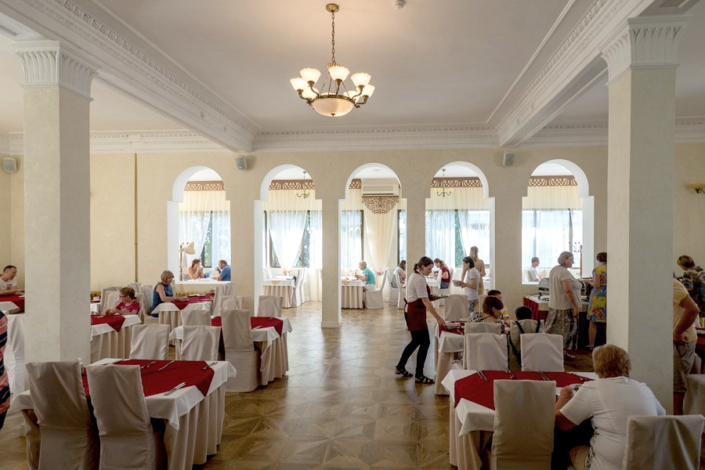 Ресторан парк-отеля Актер
