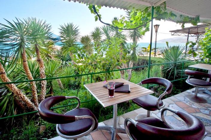 Кафетерий Бриз на территории парк-отеля Актер