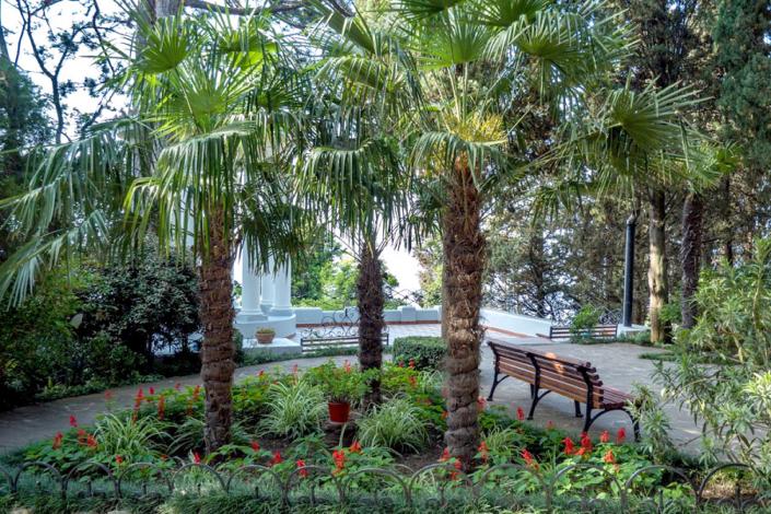 Территория парк-отеля Актер