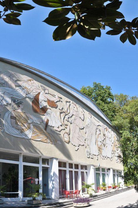 На территории санатория Актер, Сочи