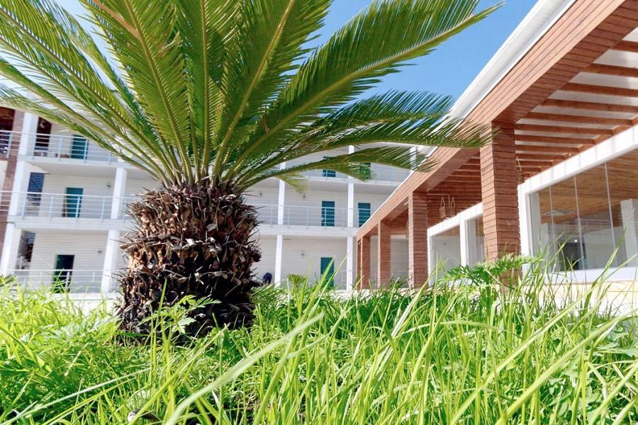 Территория отеля Аквамарин, Гагра