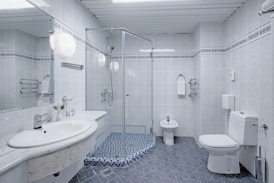 Туалетная комната номера Люкс двухкомнатный санатория Аквамарин