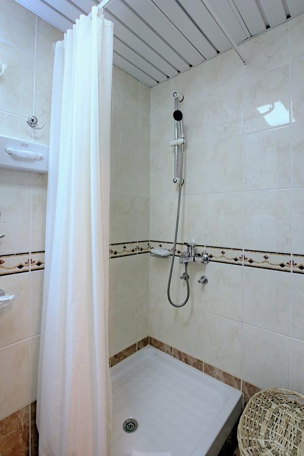 Туалетная комната номера Апартаменты двухкомнатные санатория Аквамарин