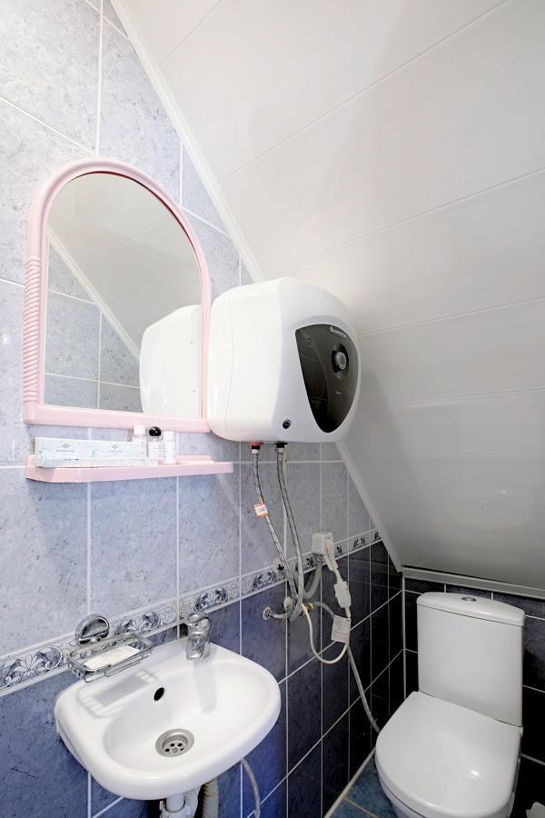 Туалетная комната номера Эконом КО Аквамарин-Сукко