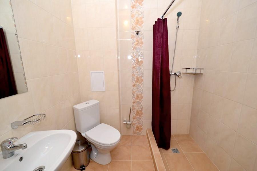 Туалетная комната Стандартного номера в отеле Акварель Family