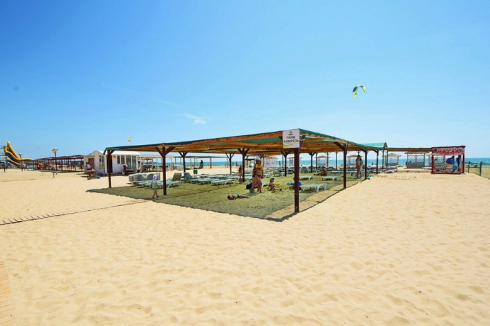 Пляж отеля Акварель Family