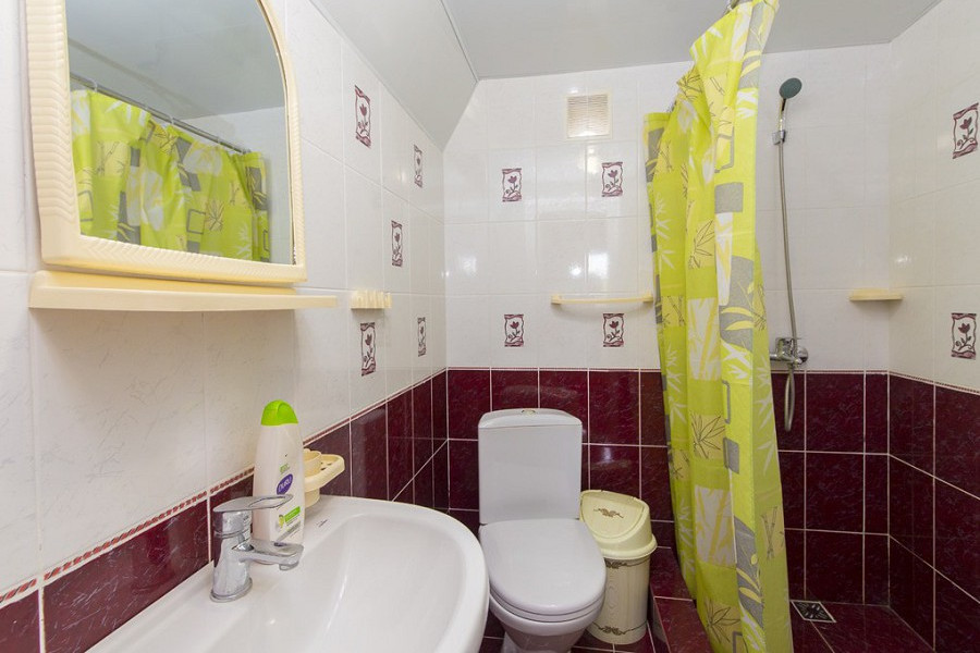 Туалетная комната в коттедже комплекса Алашара, Алахадзы, Пицунда, Абхазия