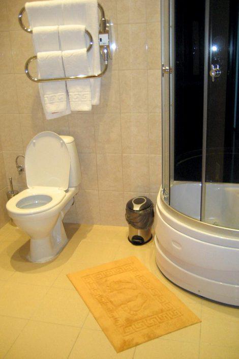 Туалетная комната Стандартного двухместного номера, Сухум, Абхазия