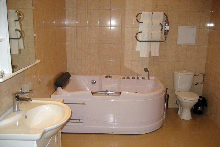 Туалетная комната номера Люкс отеля Александрия, Сухум, Абхазия