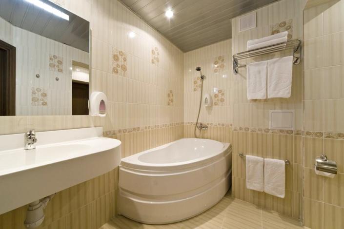 Туалетная комната номера Люкс в Корпусе 1 Alex Resort & Spa Hotel