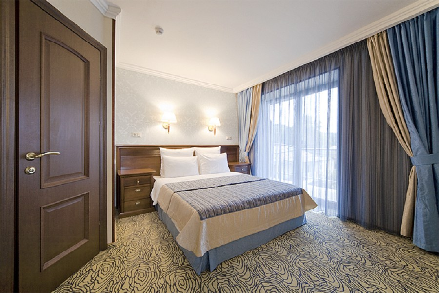 Люкс Лазурит двухместный двухкомнатный в Корпусе 1 Alex Resort & Spa Hotel