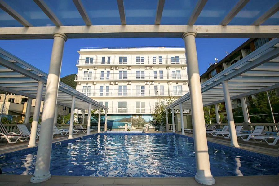 Бассейн перед Корпусом 2 Alex Resort & Spa Hotel