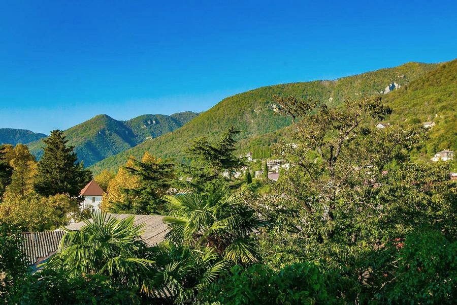 Вид на горы из номера в Корпусе 2 Alex Resort & Spa Hotel