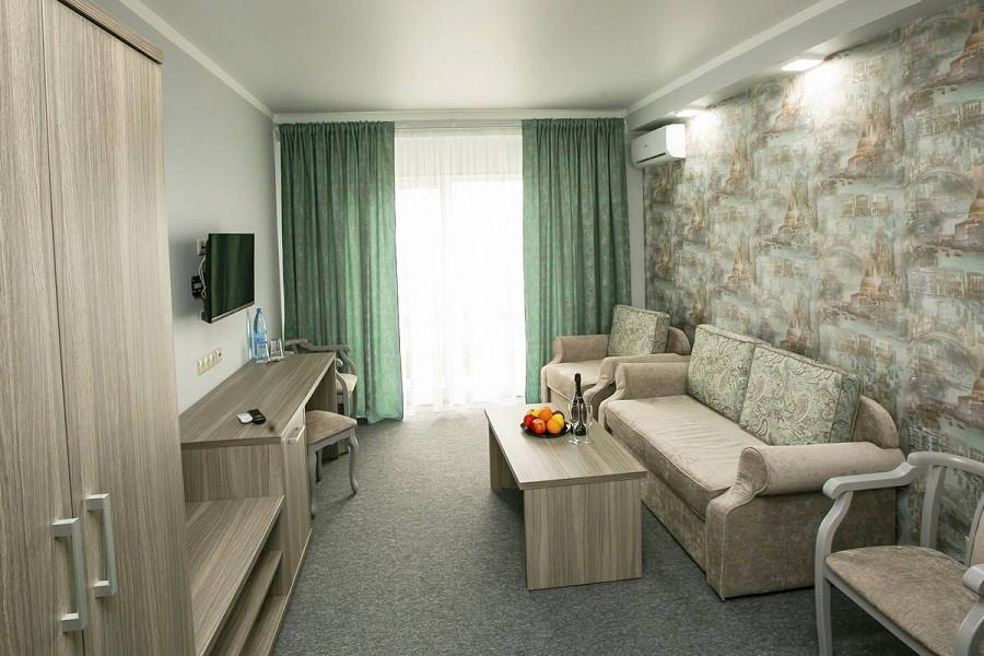 Люкс двухместный двухкомнатный в Корпусе 2 Alex Resort & Spa Hotel